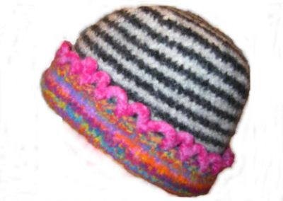 BLACK WHITE PINK SCALLOP BORDER FELTED HAT